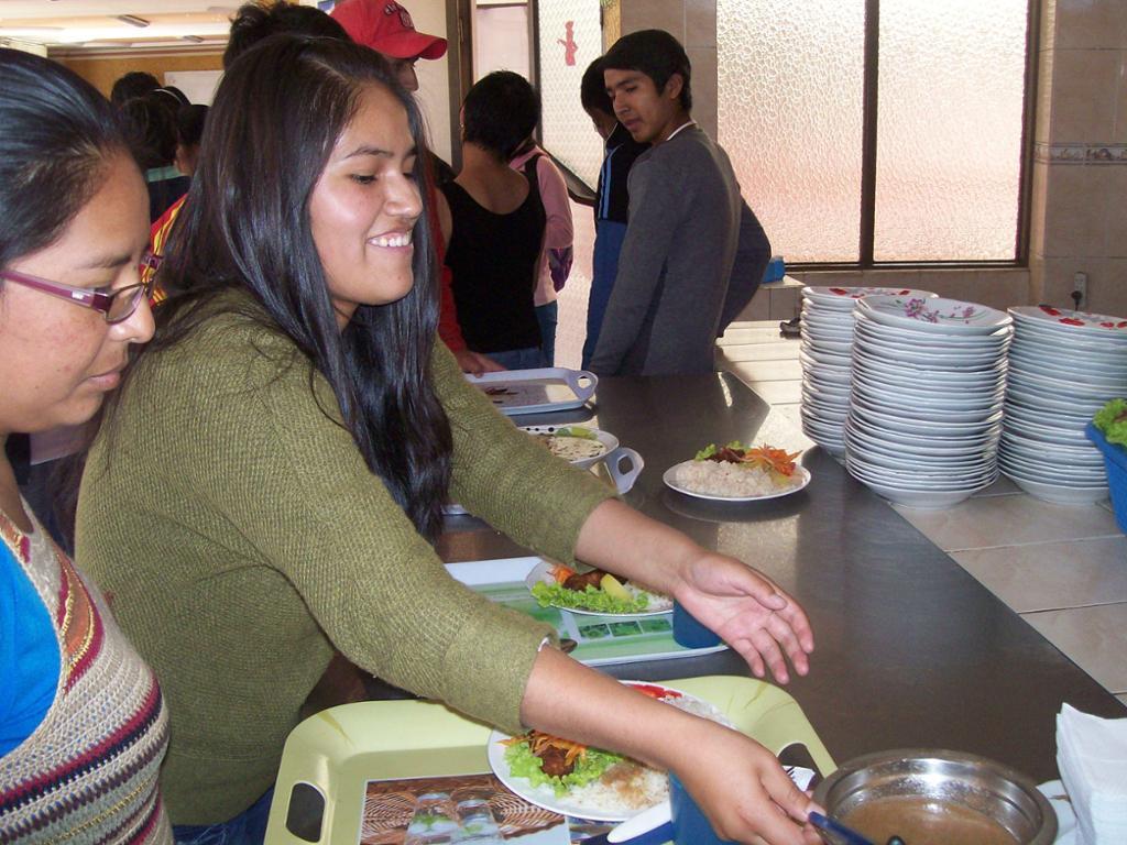 1 euro = 1 comida para un estudiante universitario sin recursos en Bolivia