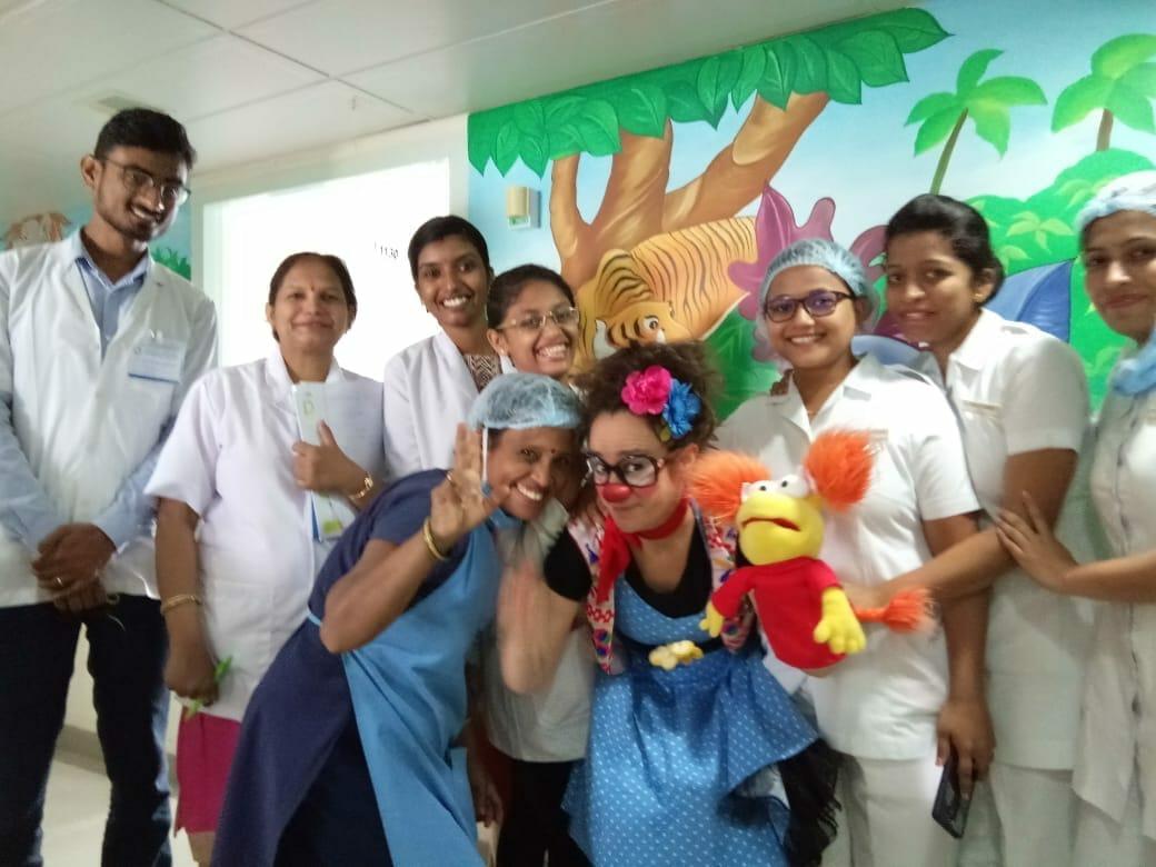 Big Smiles, payasos de hospital en India